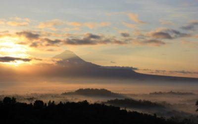 Punthuk Setumbu Hill for Sunrise